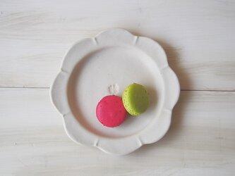 マカロンミルキーホワイト・花まるリム皿の画像