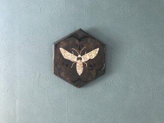 陶の壁掛け(蜂)の画像