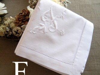 Aging手刺繍イニシャルハンカチ ホワイトFの画像