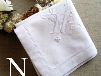 Aging手刺繍イニシャルハンカチ ホワイトNの画像