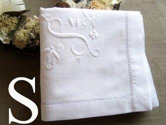 Aging手刺繍イニシャルハンカチ ホワイトSの画像