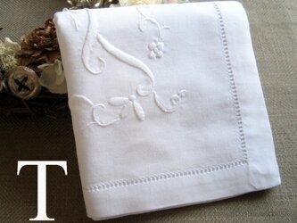 Aging手刺繍イニシャルハンカチ ホワイトTの画像