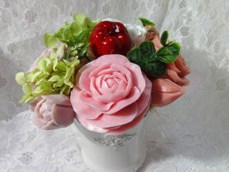 石鹸彫刻 香る花のアレンジメントの画像