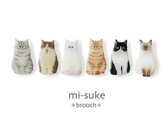 猫 見つめる猫とあくび猫のブローチ♬の画像