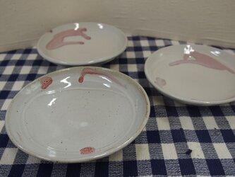チョット変形した小皿の画像