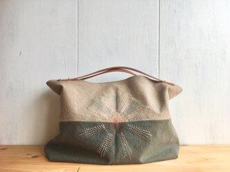 【在庫あり】ヌメ革持ち手 刺繍入りくったり鞄の画像