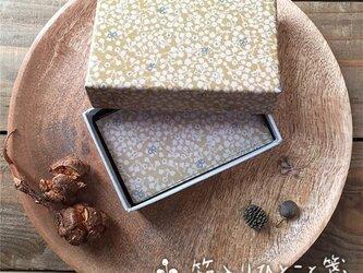 箱入りひとこと箋【木の実と小さな蝶】の画像