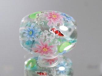 睡蓮と錦鯉のとんぼ玉(ガラス玉)の画像