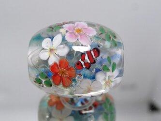 ハイビスカス・プルメリアとカクレクマノミのとんぼ玉(ガラス玉)の画像