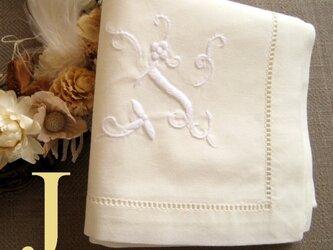 Aging手刺繍イニシャルハンカチ アイボリーJの画像