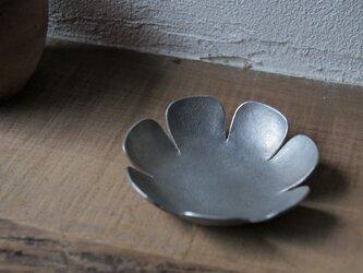 錫のお花 皿の画像