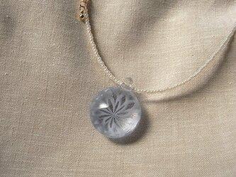 バラ窓のネックレス・チェコビーズ仕立・ガラス製・とんぼ玉の画像