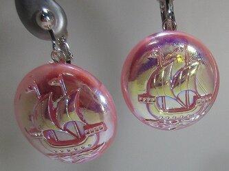チェコガラスボタン 帆船のイヤリングの画像