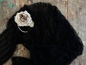 クシュクシュ薔薇。。。suMire-bouquetコサージュ。結婚式や記念日にの画像