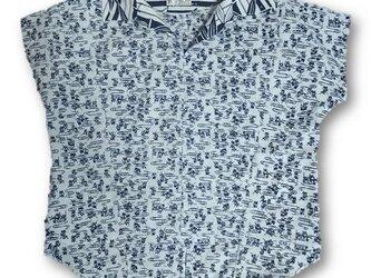 42着ると可愛いレトロ可愛い抜き衿プルオーバーシャツ(白紺)の画像