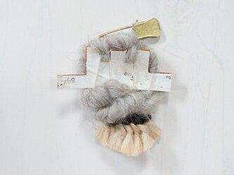 帽子にも合う weaving ブローチ (469 タッセル)の画像