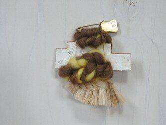 帽子にも合う weaving ブローチ (057 タッセル)の画像