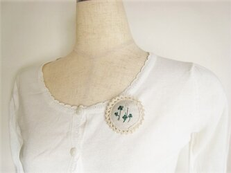 かわいいクローバーの刺繍ブローチの画像
