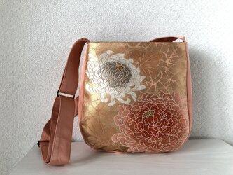 帯バッグ〜サーモンピンクの菊〜の画像