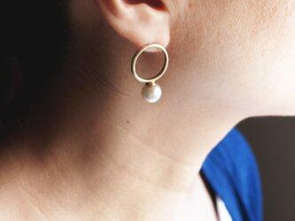 個性的な色合い雰囲気。Brass × パリのデッドストックのスフレガラスパールを使用したピアス。(TJ10962)の画像