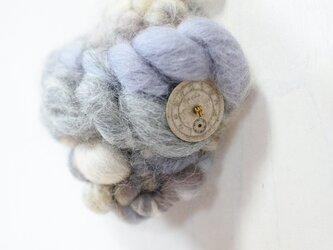 帽子にも合う weaving ブローチ (グレー)の画像