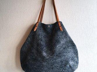 「本革」アンゴラベロアと極厚オイルヌメの丸型トートバッグ【ネイビー】の画像