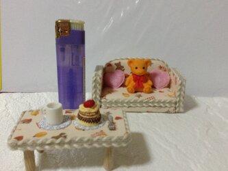 ハートの付いた可愛いソファー&テーブル。クマさん・カップ・ケーキ・ホーク付きですの画像