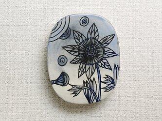 青い花の壁飾りの画像