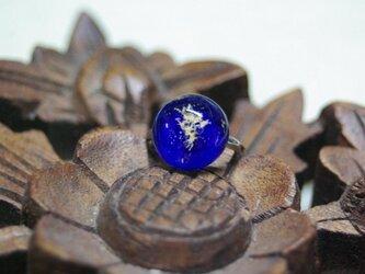 深青金箔入りガラスの指輪の画像