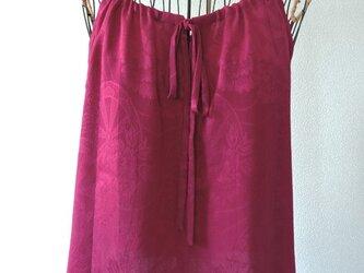 着物リメイク 赤紫色のキャミソールブラウスの画像