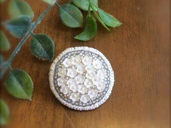 オートクチュール刺繍ブローチ お花のdantaiさんの画像