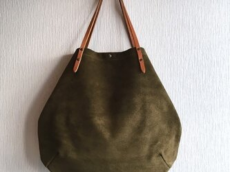 牛床ベロアと極厚オイルヌメの丸型トートバッグ【オリーブ】の画像