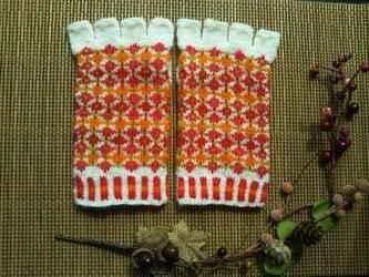 手紡ぎ毛糸の指なし手袋【赤系花柄】の画像