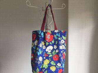 花柄のバッグの画像