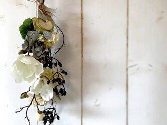 マグノリアのスワッグ モダンなBlack&Whiteの画像