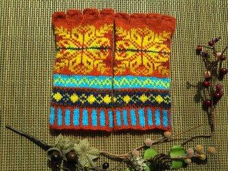 手紡ぎ毛糸の指なし手袋【赤と黄色系】の画像