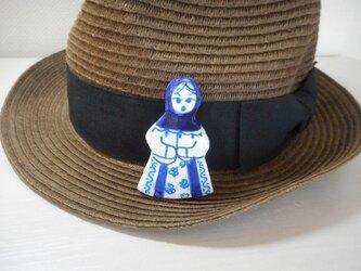 ロシア人形のブローチの画像