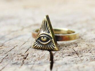 金色の目のリングの画像