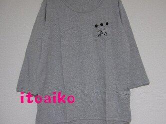 7分そで☆クロの木のボタン3粒♪コットンシャツ(グレー)の画像