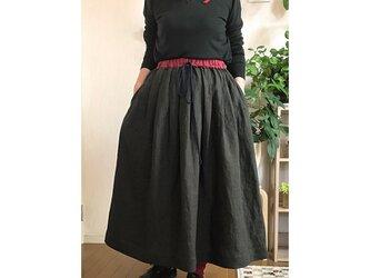 バイカラータックギャザースカート カーキ×チェリーレッド~SAIE~の画像