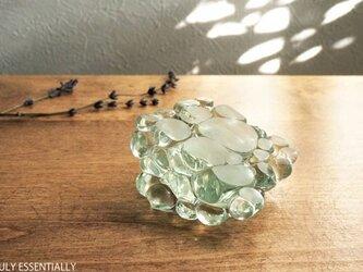 ガラスのインテリアオブジェ - TAMAのえん #101 ●( 約8cm角 )の画像