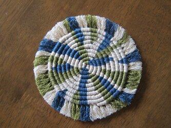 漂白剤が使えるマクラメ編み ぐるぐるコースター(M) モスグリーン×ベージュ×ブルーグレーの画像