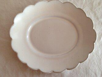 リム花型オーバルプレート(アンティークホワイト)の画像