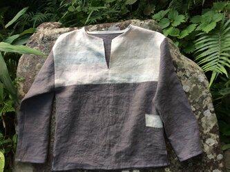 麻のクルタシャツの画像