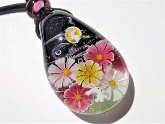 《お月見うさぎ》 ペンダント ガラス とんぼ玉 秋桜 秋 月 うさぎの画像