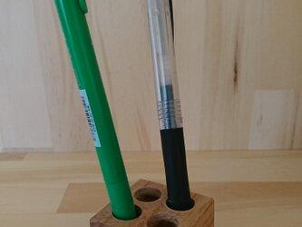 コンパクトなペン立て、天然木の画像