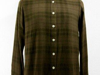 チェック柄・長袖コットンシャツ(ボカシ染・こげ茶色濃淡)の画像