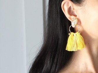 Yellow tassel earringsの画像