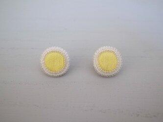 ヴィンテージボタン風ピアス(レモン)の画像