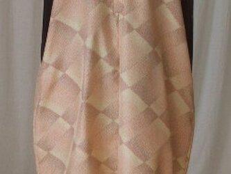 モダンな柄と絹の艶が魅力のバルーンジャンバースカート 絹の画像
